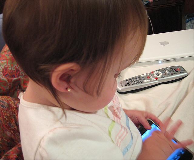 furar a orelha das bebês