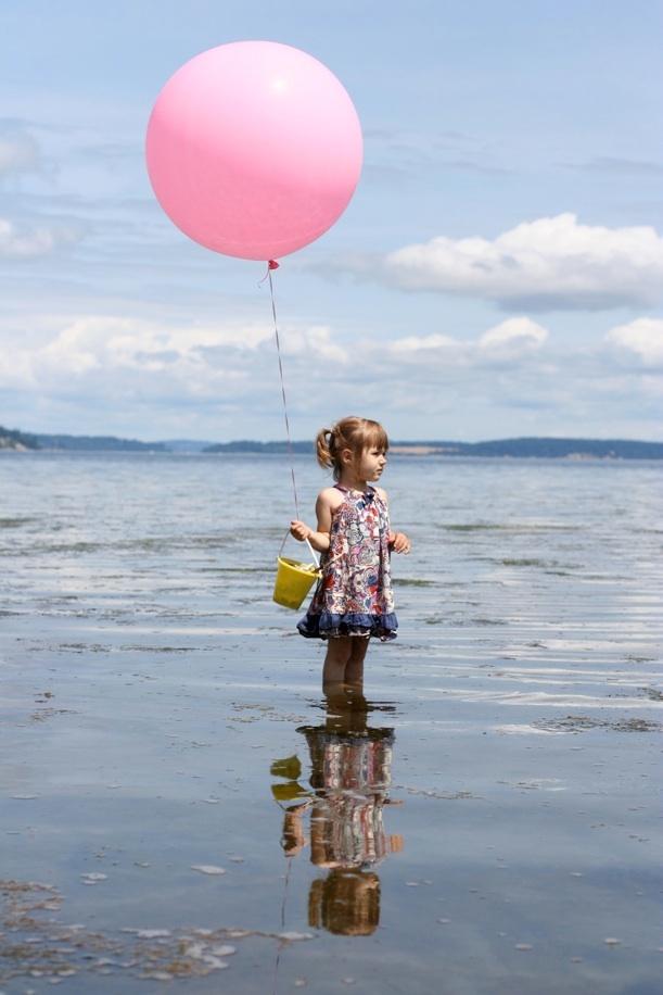 fotos de crianças curtindo a praia