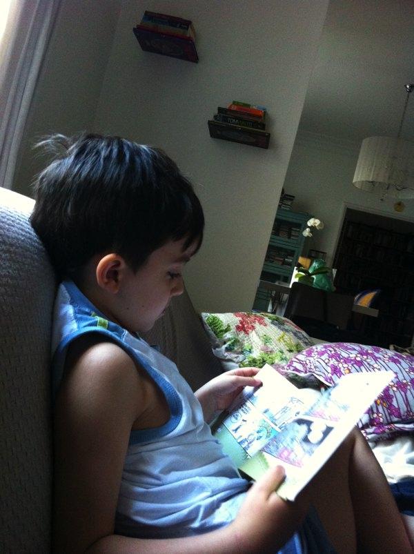 http://mundoovo.com.br/2013/criando-pequenos-leitores/