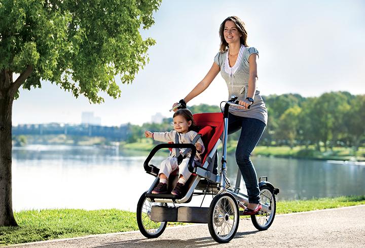 Carrinho de bebê e bicicleta