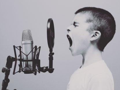 Como lidar com crianças agressivas