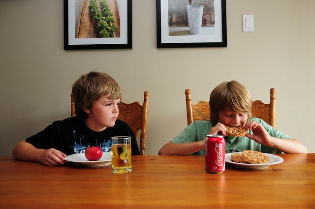 como fazer seus filhos comerem melhor