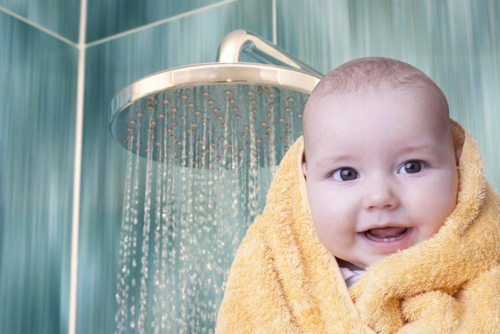 banho de chuveiro no bebê